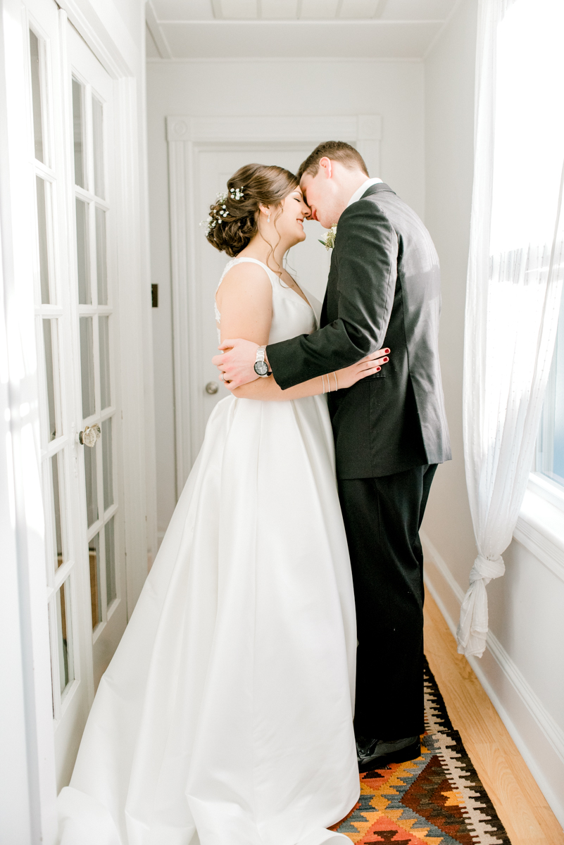 haley-richter-photography-airbnb-winter-wedding-longbranch-newjersey-mcloones-pier-house-beach-080