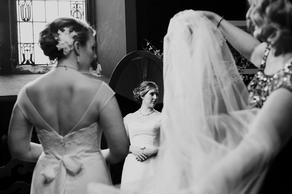 Vintage-Chicago-wedding-by-Emma-Mullins-Photography040