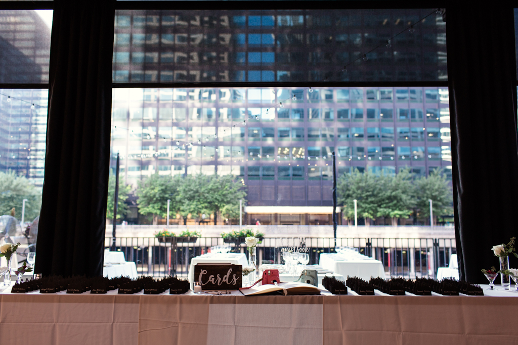 Downtown-Chicago-wedding-by-Emma-Mullins-Photography044