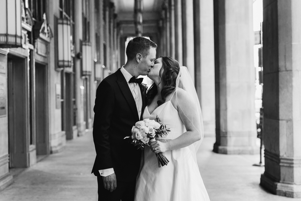 Downtown-Chicago-wedding-by-Emma-Mullins-Photography033