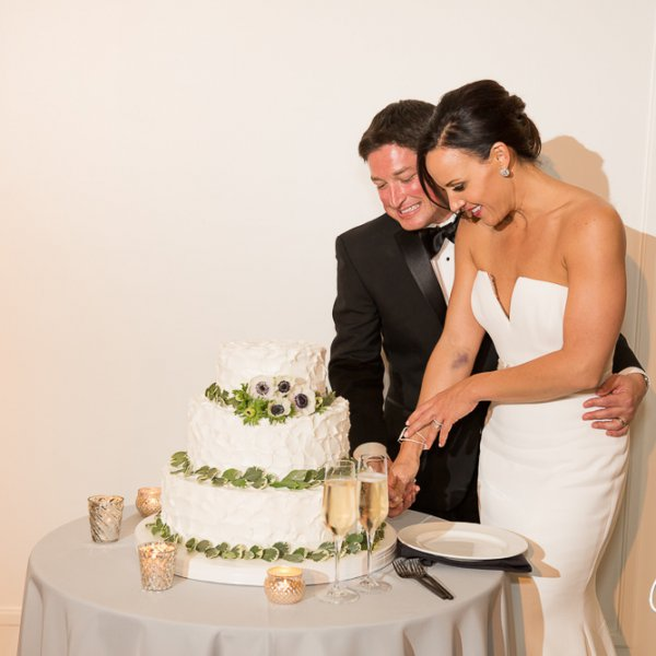 63_cake-cut-wedding-reception-Newport-Beach-Country-Club-wedding-photo