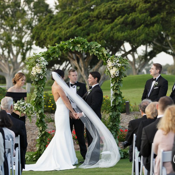 40_Newport-Beach-Country-Club-wedding-ceremony-photographer