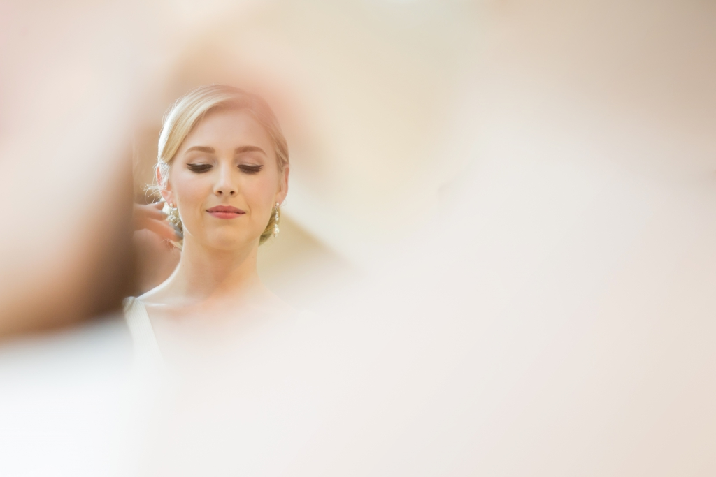 bride reflection preparation mirror