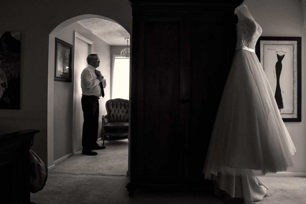 dad preparing for wedding photos