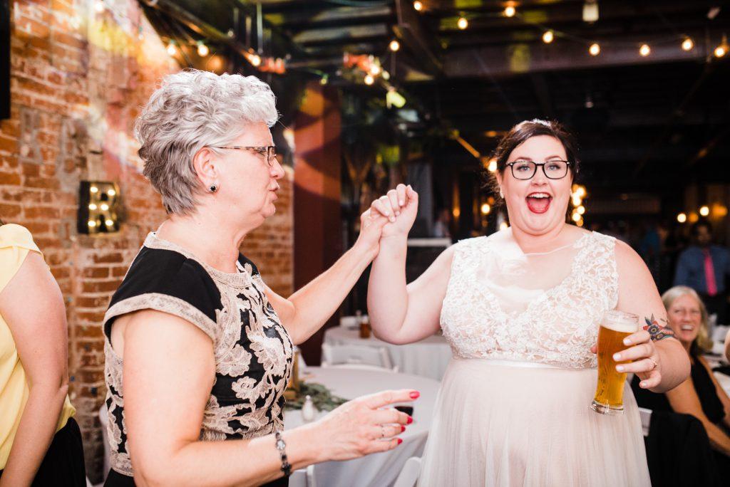 haley-richter-photo-west-chester-summer-wedding-boxcar-brewery-209