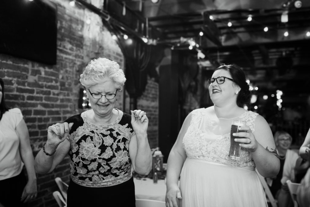 haley-richter-photo-west-chester-summer-wedding-boxcar-brewery-210