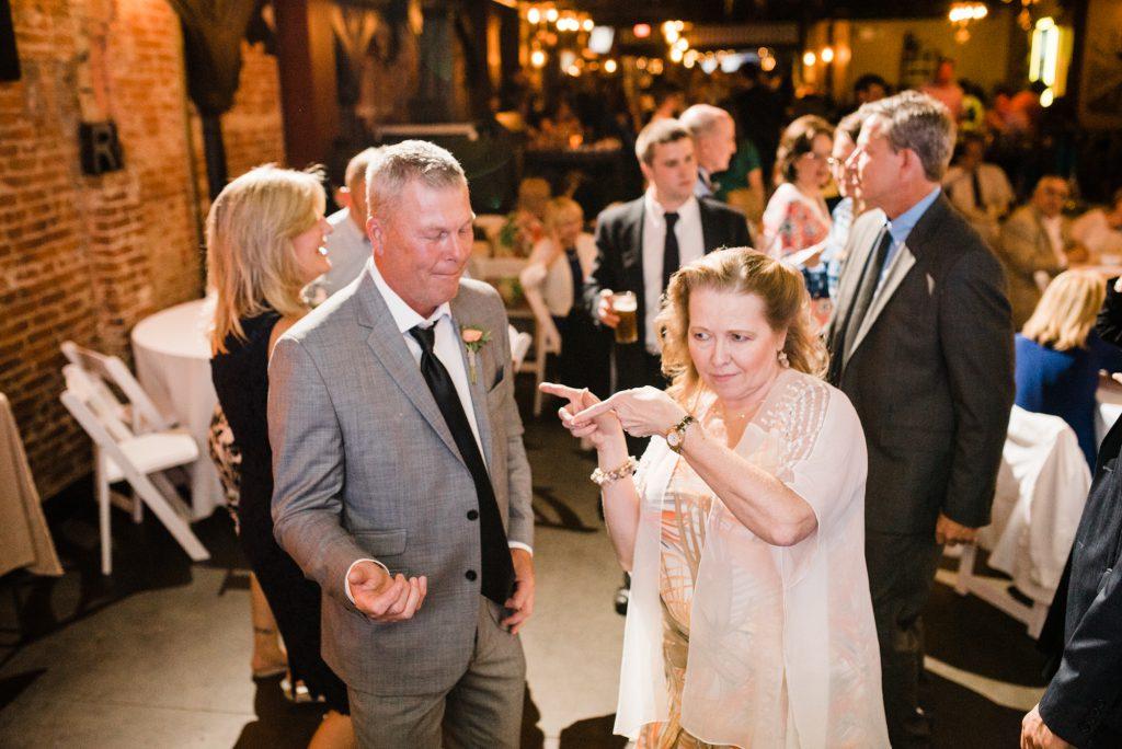 haley-richter-photo-west-chester-summer-wedding-boxcar-brewery-206