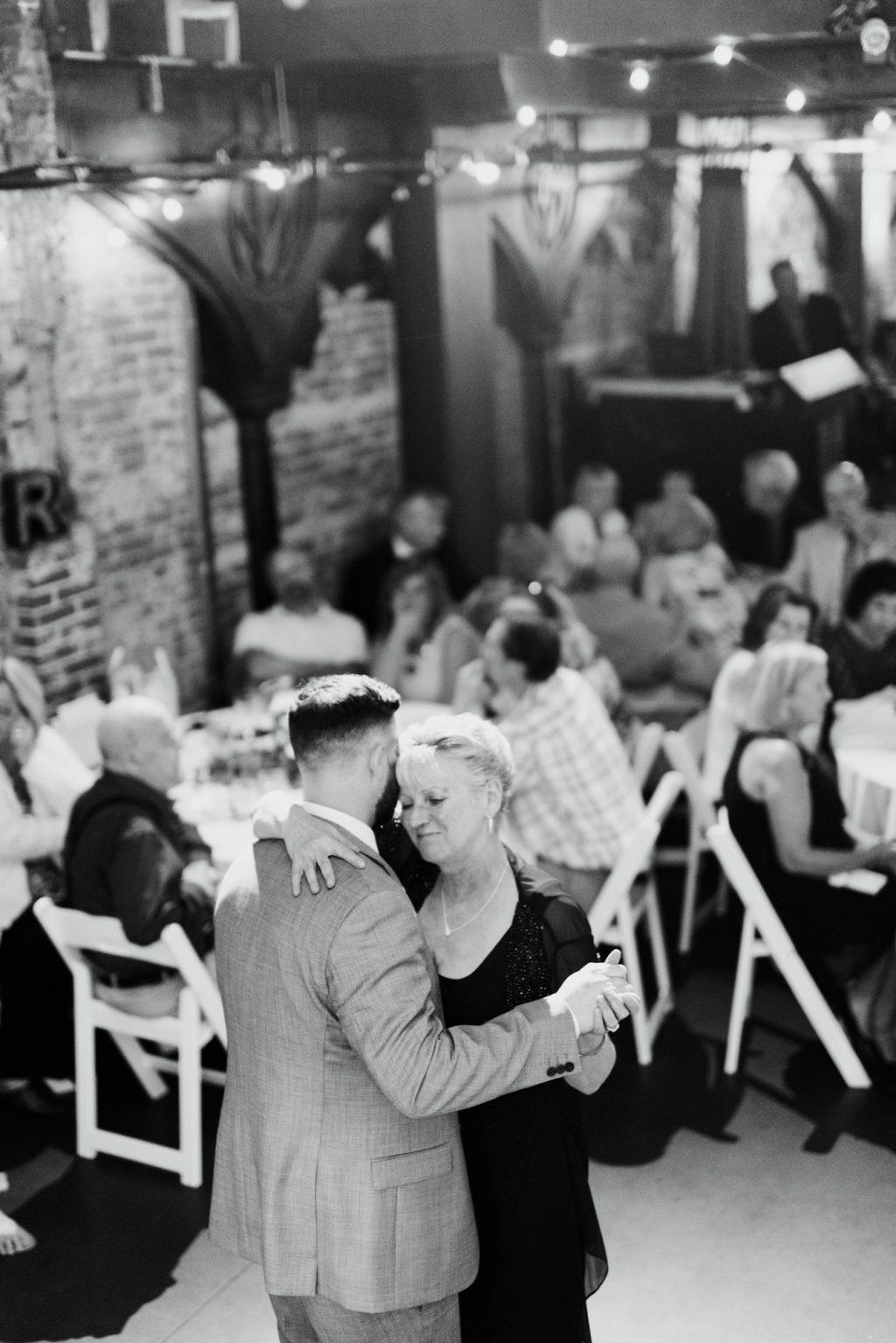 haley-richter-photo-west-chester-summer-wedding-boxcar-brewery-175