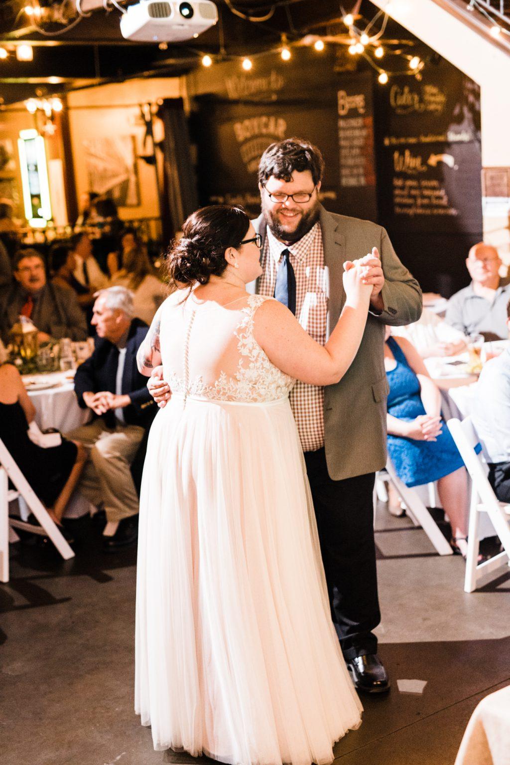 haley-richter-photo-west-chester-summer-wedding-boxcar-brewery-174
