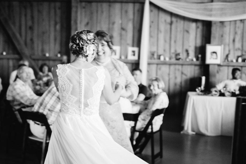 emcee_studio_photographie_wedding_photography_bride_groom_jen_zach_aug_2016-333
