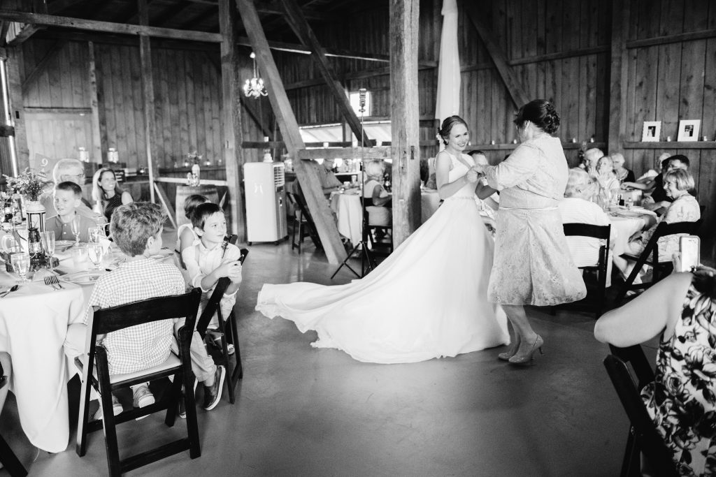 emcee_studio_photographie_wedding_photography_bride_groom_jen_zach_aug_2016-330