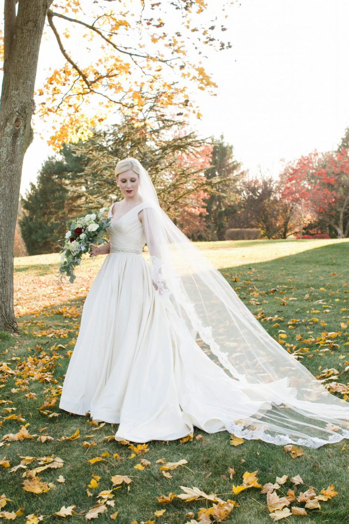 fall aldie mansion bride with cathedral veil