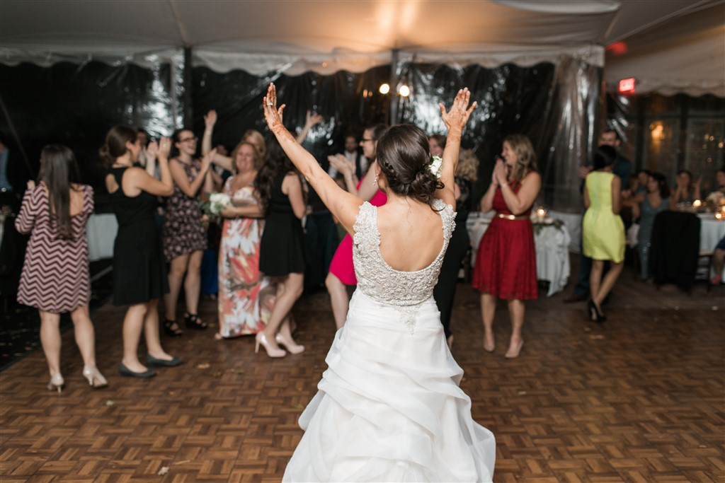 bouquet toss at greenville country club wedding