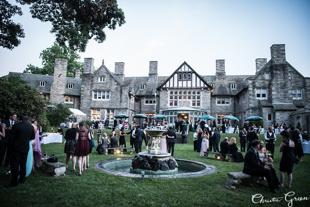 Cocktail hour on the lawn at Greystone Hall wedding cocktail hour. Photo by Christie Green Photography
