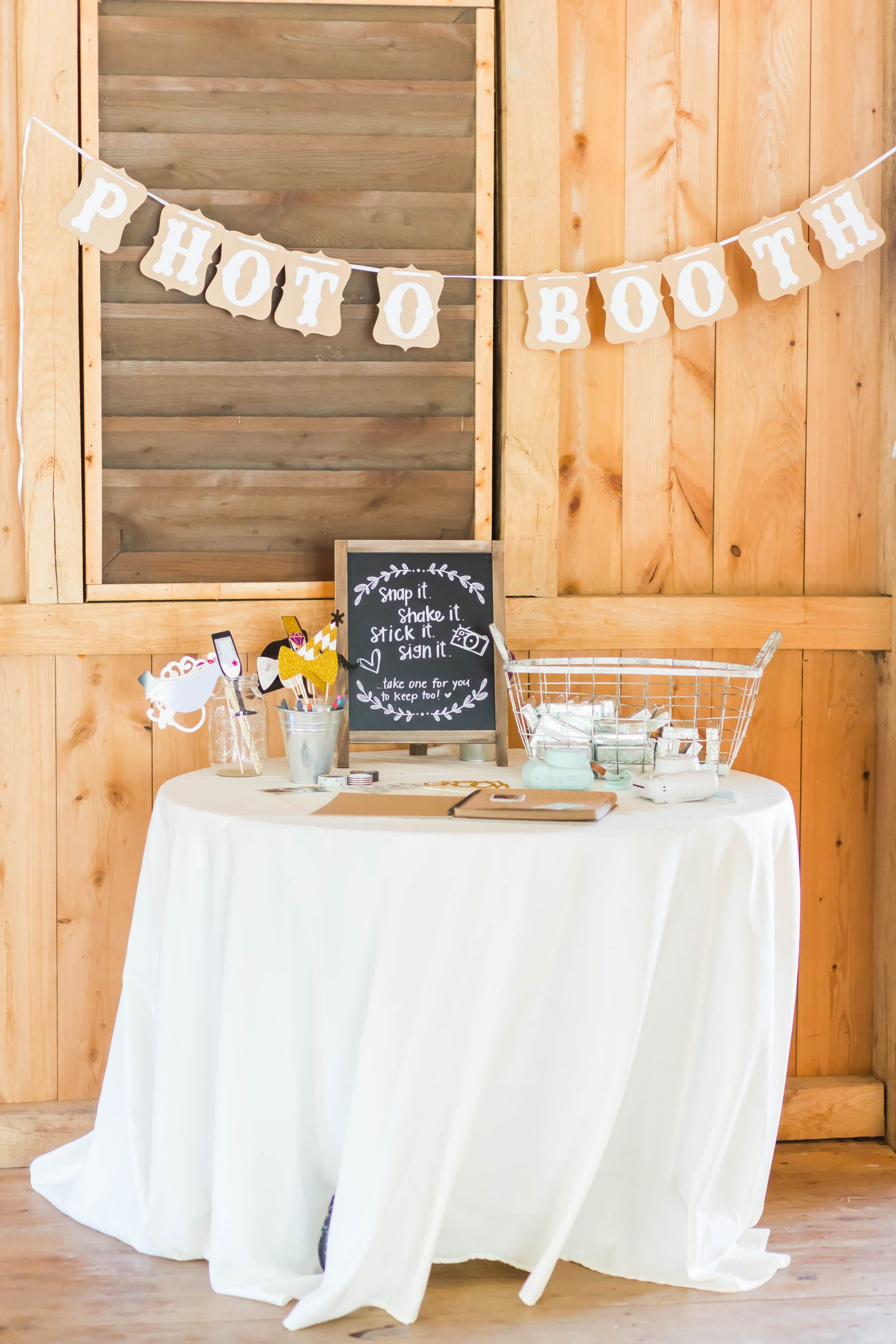 rivercrest-farm-summer-wedding-loren-jackson-photography-10