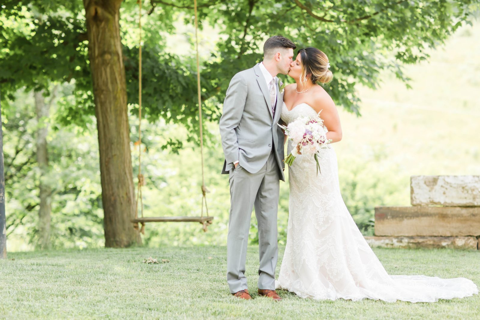 rivercrest-farm-summer-wedding-loren-jackson-photography-34