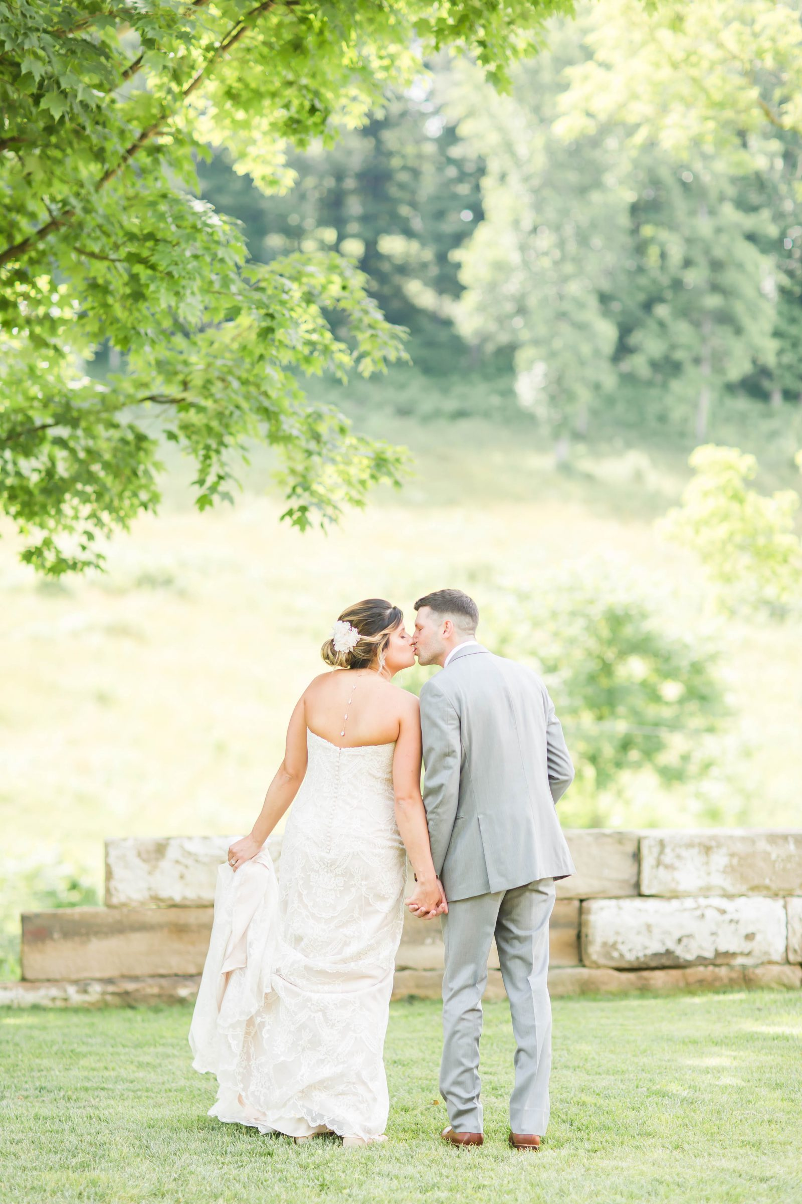 rivercrest-farm-summer-wedding-loren-jackson-photography-49