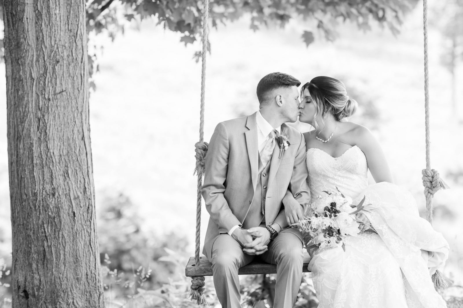 rivercrest-farm-summer-wedding-loren-jackson-photography-40
