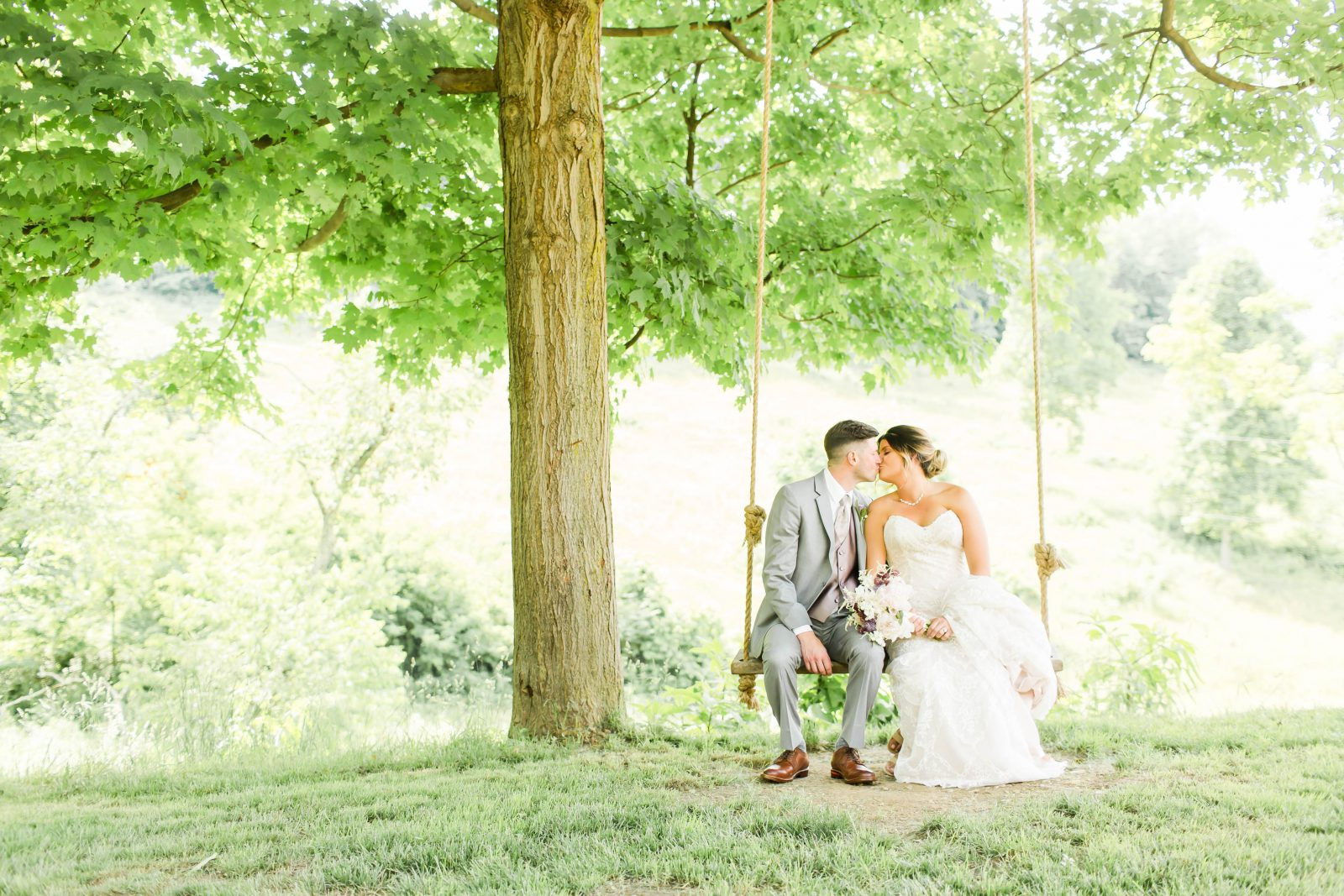 rivercrest-farm-summer-wedding-loren-jackson-photography-42