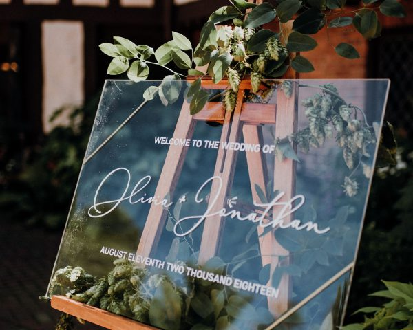Olivia + Jonathan's Minimal, Greenery-inspired Wedding