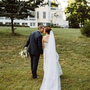 Bride and Groom in front of Ridgeland Mansion