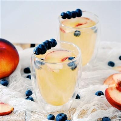 Peach Gin Fizz Cocktail