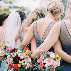 Bride and Bridesmaids backs du soleil photographie