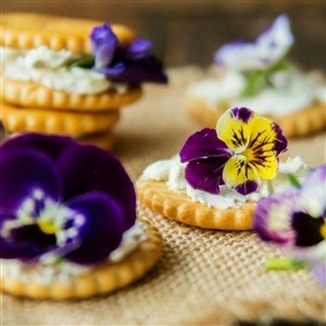 Crackers with Edible Flowers